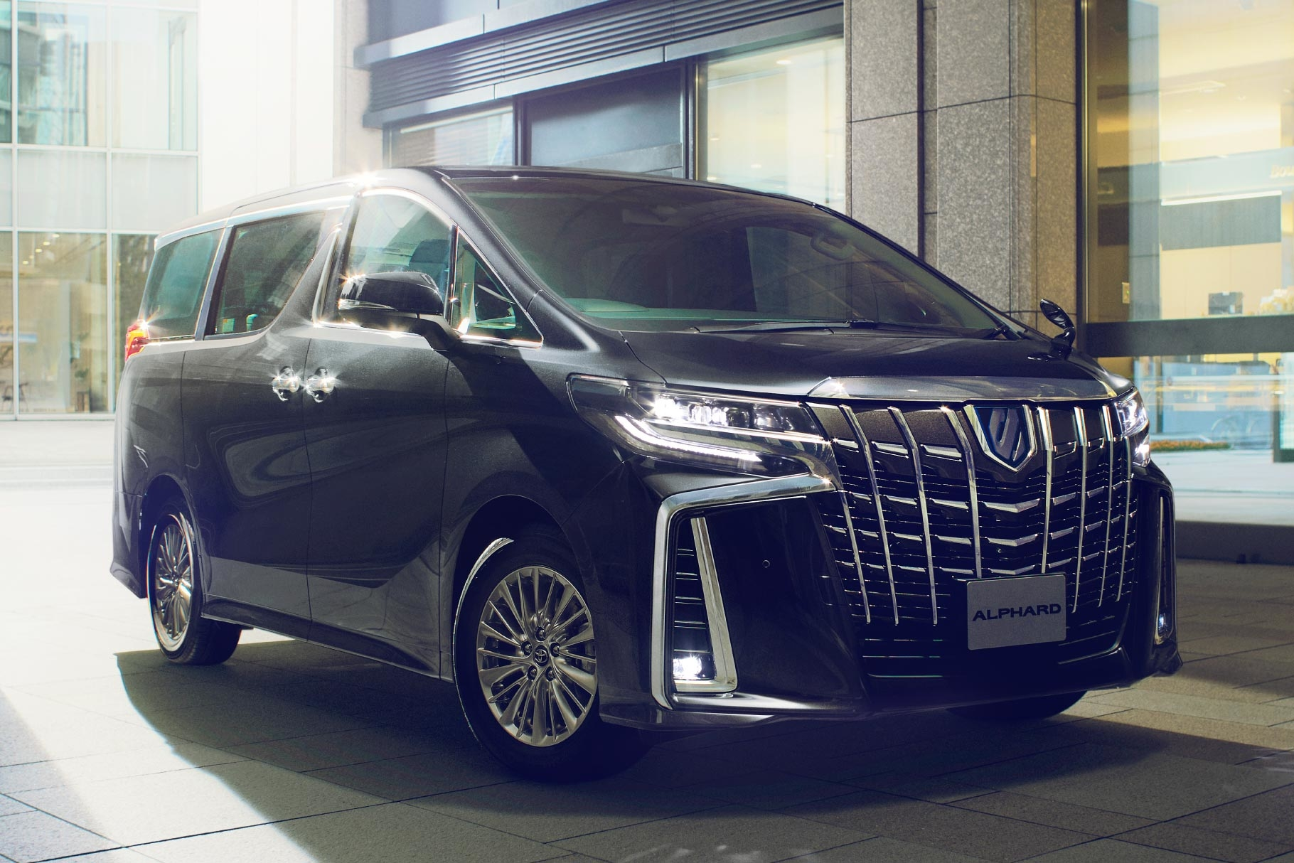 alphard_feature_img01